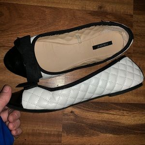 Forever 21 white and black quilted flats